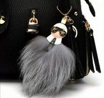 Stylischer Schlüssel-/Taschenanhänger Karl Lagerfeld, Pompon ist aus Waschbärhaare, Quaste  NEU