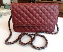 Süße Crossbody-Tasche in Burgundrot, ungetragen von Pieces