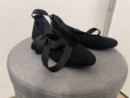Süße Satin Ballerinas mit Bändern