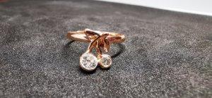 Złoty pierścionek w kolorze różowego złota-złoto