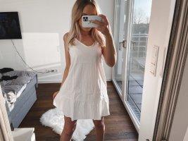 Süßes Kleid mit Trägern