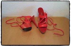 Sandalo alto con plateau rosso