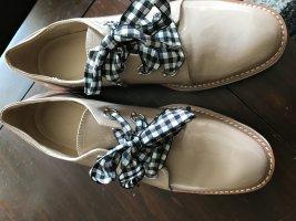 Super Flacher Schuh mit zeitnäheren