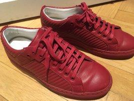 Super Sneakers