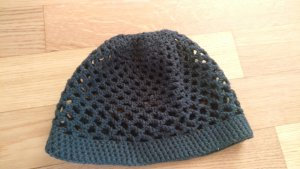 Cappello all'uncinetto nero