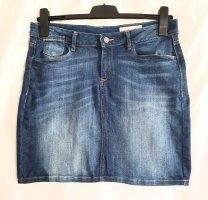 Superschöner Blue Denim Jeansrock im 5-Pocket-Style von Esprit Denim aus bequemem Baumwollstretch in Größe 38