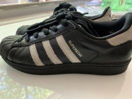 Superstar Adidas mit Glitzer
