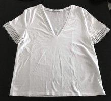 T-Shirt V-Ausschnitt am Ärmel gestickt