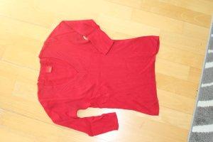 Tailliertes, hüftlanges Shirt mit V-Ausschnitt