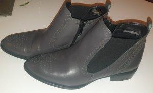 TAMARIS Chelsea Boots in grau/taupe