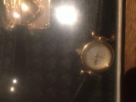 Tasche mit Uhr