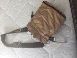 Tasche zum Umhängen oder in der Hand zu tragen