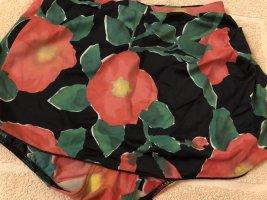 Tolle Bikini-Hose mit angedeutetem Rock, Gr. 38/von Solar/schwarz bunt