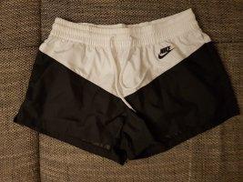 tolle neue short nike gr.l schwarz weiß
