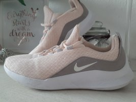 Tolle Nike Sportswear Turnschuhe 41 running