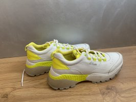 Tolle Sneaker in Trendfarbe, Gr. 40