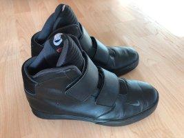 toller Boots / Nike-Sneaker mit Klettverschluss Gr. 41 in Schwarz