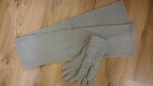 Toller hell Grauer Schal und Handschuhe