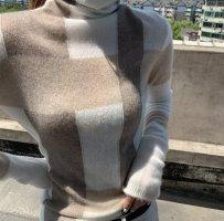 0039 Italy Sweter z golfem kremowy-beżowy