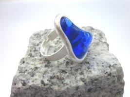 Toller Ring mit blauem Glasstein von Gubo - handgefertigt in D