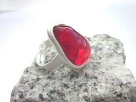 Toller Ring mit rotem Glasstein von Gubo - handgefertigt in D