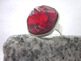 Toller Ring mit weinroten Glasstein von Gubo - handgefertigt in D