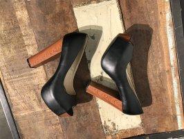 Toller schwarzer High Heel