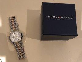 Tommy Hilfiger Montre avec bracelet métallique argenté-doré