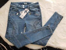 Tommy Hilfiger Gigi Hadid destroyed Jeans
