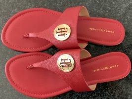 Tommy Hilfiger Sandalo con tacco alto e lacci a T rosso-oro Tessuto misto