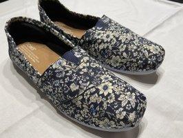 TOMS Schuhe / Slipper Gr. 42 dunkelblau mit Blumenmuster
