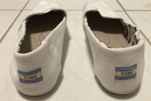 Toms Moccasins white