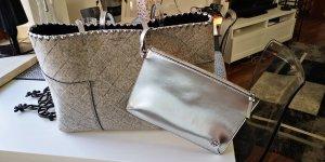 Tory Burch Handtasche grau /Silber mit Clutch