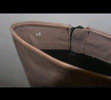 Traumhafte taupe farbene Lederstiefel von Closed