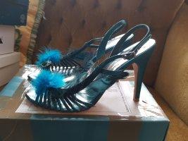 Türkisgrüne Sandaletten mit Federn