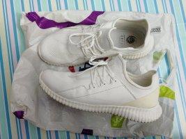 Cross Heel Sneakers white