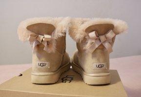 UGG Australia Bailey Bow Metallic Boots nude beige rose Lammfell