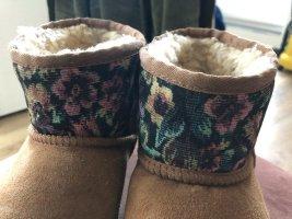 UGG Boots Blumenmuster