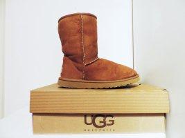 UGG Boots hellbraun mit Fell classic short kurz mittel
