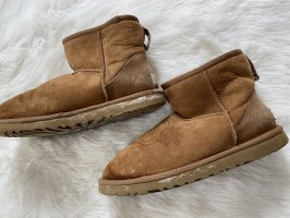 UGG Boots in chestnut