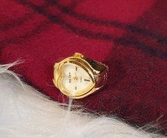 Reloj con pulsera metálica color oro metal
