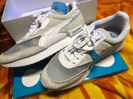 Ultrabequeueme Sneakers