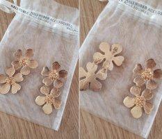 Ungetragene Blütenohrhänger, Hallhuber, goldfarben