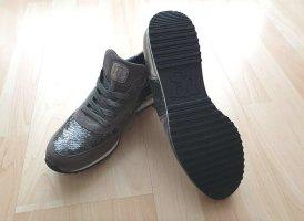 Ungetragene, elegante Sneaker mit Pailetten