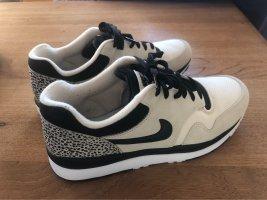 Nike Lace-Up Sneaker black-cream