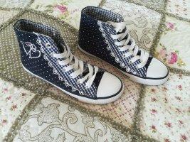 Ungetragene Sneakers