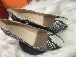 UNISA Snakeskin Pumps Especial Edition