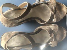 Unnützer Sandaletten