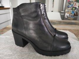 Vagabond Zipper Booties black leather