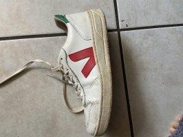 veja sneaker weiß mit rot und grün